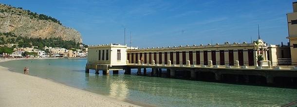 Zahlreich - die Umkleidekabinen auf der Seebrücke.