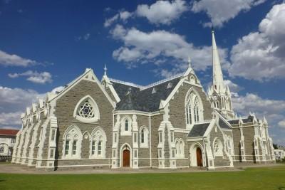 Die Dutch Reformed Church – eine verkleinerte Kopie der Kathedrale von Salisbury – ist das bekannteste Gebäude von Graaff Reinet