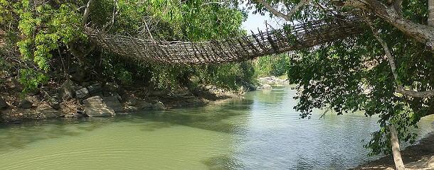 Die letzte Bambushängebrücke Malawis, die gar nicht mehr aus Bambus ist