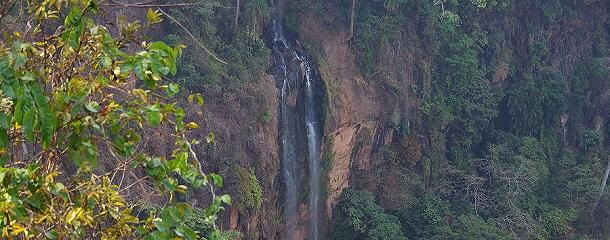Der Manchewe-Wasserfall ist der höchste Fall in Malawi. In den Schluchten ist die ursprüngliche Bergvegetation noch zu sehen