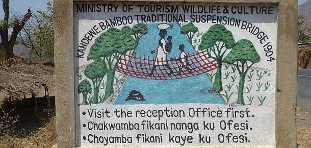 Hinweisschild auf die letzte Bambus-Hängebrücke Malawis