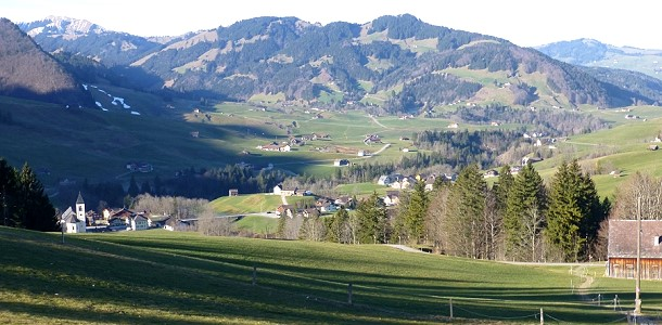 Statt Skifahren kann man im Appenzeller Land ein Sonnenbad nehmen
