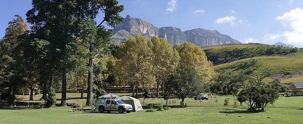 Ein Park mit fantastischer Kulisse: Der Campingplatz im Royal Natal Nationalpark.