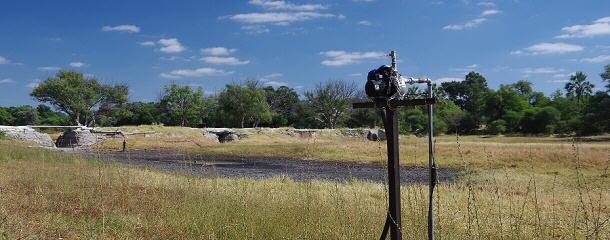 Im Flussdelta stehen die Brunnenpumpen auf Stelzen. So bleiben die Motoren auch bei Flut trocken.