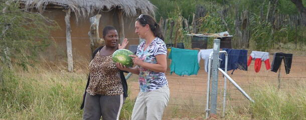 Auch in Botswana kauft man am Straßenrand günstig ein.