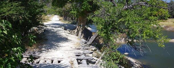 Früher führte eine der Hauptstraßen in Maun über diese Brücke.