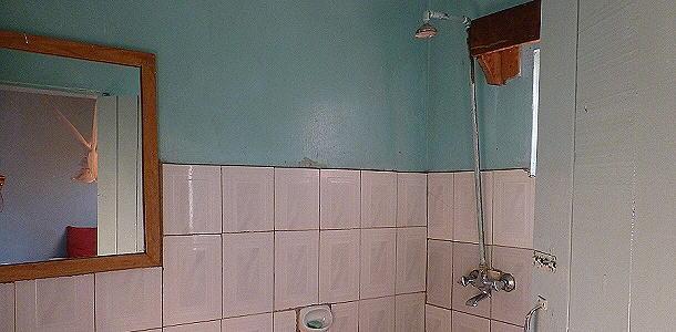 """Wenigstens im Hocken konnte man """"duschen""""."""