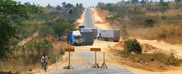 In der Mega-Baustelle zwischen Mbeya und Iringa ereignen sich oft Unfälle.