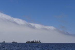 Der Nebel hat sich heute ausnahmsweise auf das Meer zurückgezogen...
