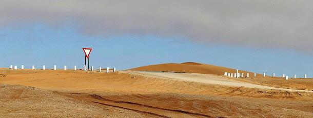 Der blaue Himmel ist in Sichtweite, die Skeleton-Coast liegt jedoch meist unter Wolken.