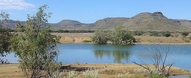 Namibia hatte eine gute Regenzeit, die Weiher sind voll.