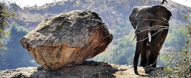 Eben hatte Jörg noch gecheckt, ob wir an diesem Stein vorbeikommen