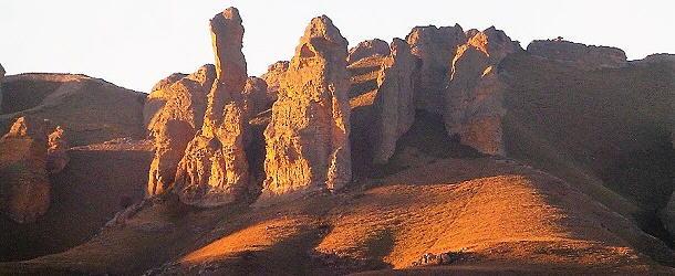 Die letzten Sonnenstrahlen tauchen die Maloti-Berge in ein magisches Licht.
