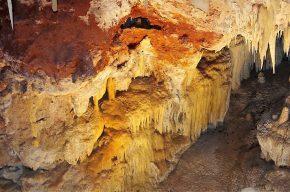 Eine der größten Höhlen Westaustraliens, die Ngilgi-Höhle besticht durch Formen...