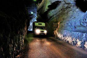 Durch die Jenolan-Höhlen kann man mit dem Auto durchfahren. Das unterirdische Gangsystem ist eines der größten in der Welt.