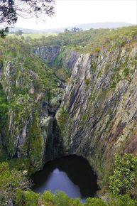 Die Apsley Falls lagen trocken, dafür kam dort umso mehr Wasser vom Himmel.