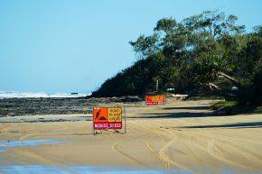 Verkehrsregeln gelten auch am Strandhighway.