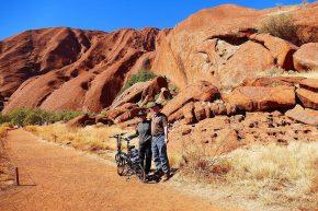 Rund um den Uluru ging es mit dem Fahrrad.