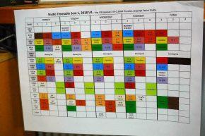 Schön bunt ist der Stundenplan in der School oft the Air...