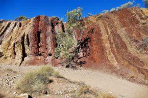 An den Felsen von Ochre Pits haben früher die Aborigines Ocker gewonnen und schwunghaften Handel damit betrieben.