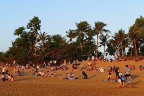 Sonnenuntergang am Mindil Beach ist ein Volksfest...