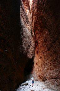 einer der breiteren Durchgänge am Echidna Chasm im Purnululu Nationalpark