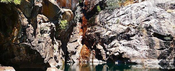 Die Wasserfälle im Kakadu Nationalpark liegen in den Monaten zwischen August und November meist trocken. Deswegen sind sie nicht minder schön anzuschauen.