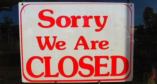 Solche und ähnliche Schilder sahen wir in Australien sehr oft an den Türen von Geschäften und Betrieben