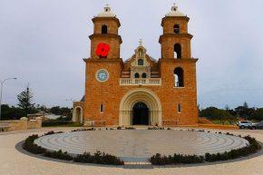 Die Kathedrale in Geraldton passt so gar nicht in den sonst üblichen Australischen Baustil.