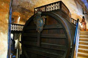 Hier befinden sich das größte, jemals gefüllte, Weinfass der Welt …