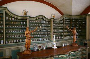 … und ein sehenswertes Apothekermuseum.